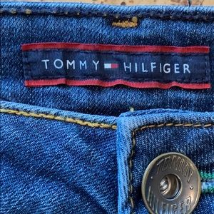 """TOMMY HILFIGER JEANS SIZE 6R INSEAM 32"""" mid rise"""